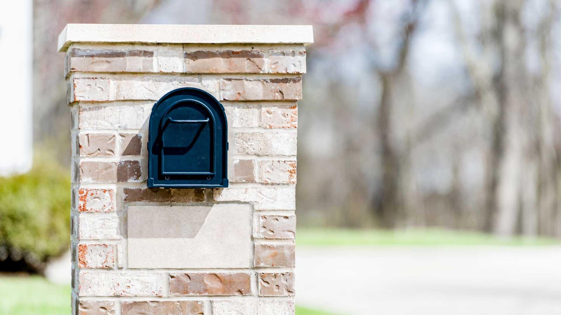 brick-mailbox-in-white-brick.jpg